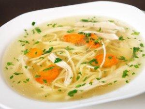 Supa cu carne de pui si taitei