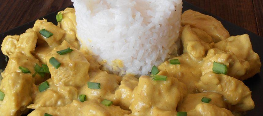 Piept de pui in sos curry