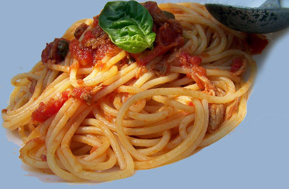 Spaghete cu sos de ton