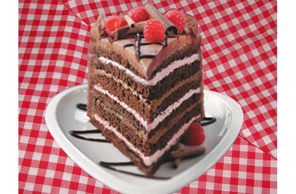 Tort cu crema de ciocolata si zmeura