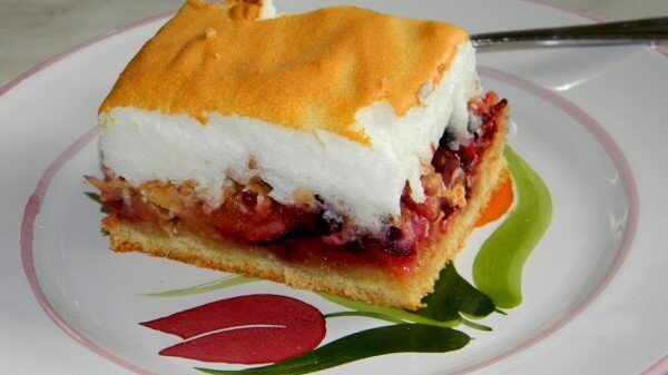 Prăjitură cu prune și spuma