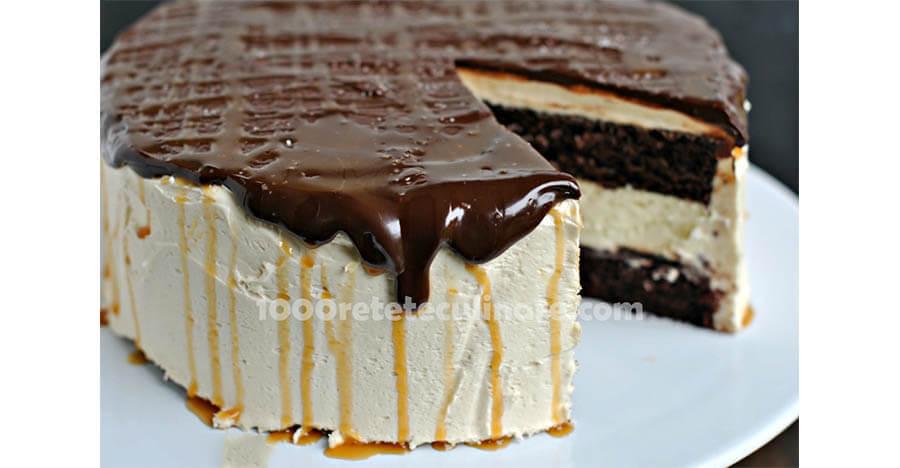 Prajitura cheesecake cu ciocolata si caramel sarat